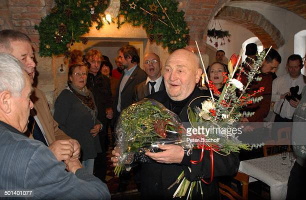 Rolf Hoppe mit Gästen Geburtstagsfeier und Gala zum 80 Geburtstag von Rolf Hoppe Theater Rolf Hoppes Hoftheater Dresden Sachsen Deutschland Europa...