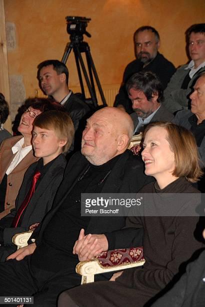 Rolf Hoppe Tochter Josephine Enkel Oscar Geburtstagsfeier und Gala zum 80 Geburtstag von Rolf Hoppe Theater Rolf Hoppes Hoftheater Dresden Sachsen...