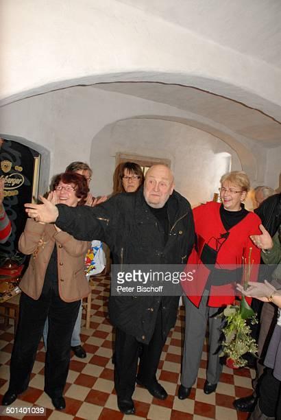 Rolf Hoppe und GeburtstagsGäste Geburtstagsfeier und Gala zum 80 Geburtstag von Rolf Hoppe Theater Rolf Hoppes Hoftheater Dresden Sachsen Deutschland...