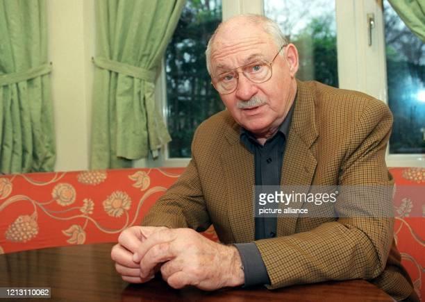 Rolf Schimpf der dienstälteste Fernsehkommissar der Nation aufg am in Berlin Seit nunmehr 15 Jahren seit 1985 steht er als Der Alte vor der Kamera...