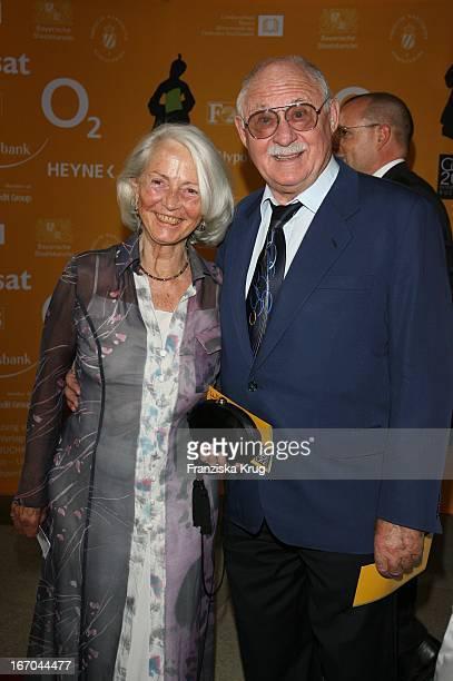 Rolf Schimpf Und Ehefrau Ilse Bei Der Verleihung Des 6. Internationalen Buchpreis Corine Im Prinzregententheater In München .