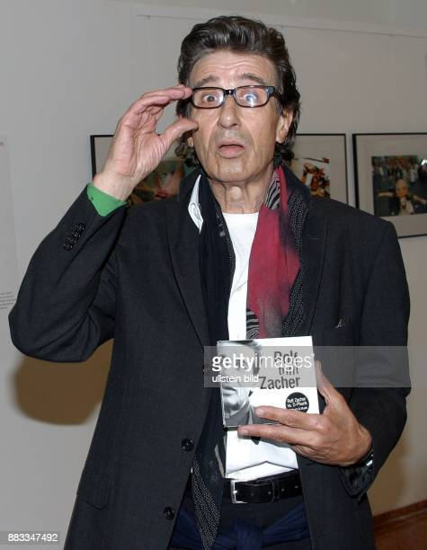 Rolf Zacher Schauspieler D stellt sein Hoerbuch ROLF TRIFFT ZACHER im Berliner Kulturkaufhaus Dussmann vor