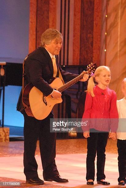 Rolf Zuckowski Enkelkinder von D i e t e r T h o m as H e c k Jule und AnnaLina Heckscher ZDFMusikShow und AbschiedsGala zum 70 Geburtstag 'Danke...