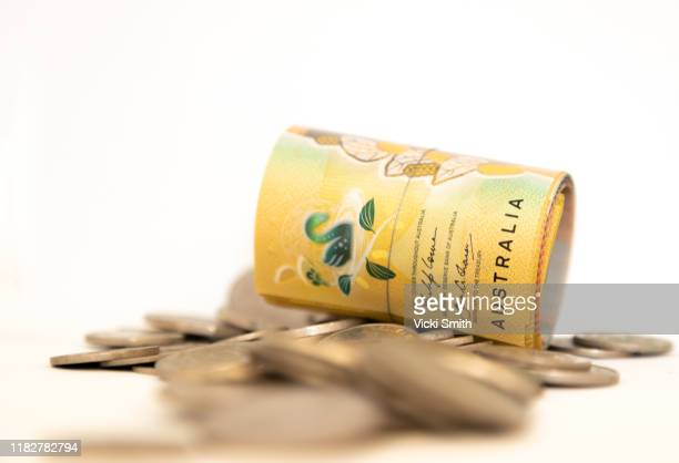 a roll of $50 notes and coins australia - finance and economy stock pictures, royalty-free photos & images