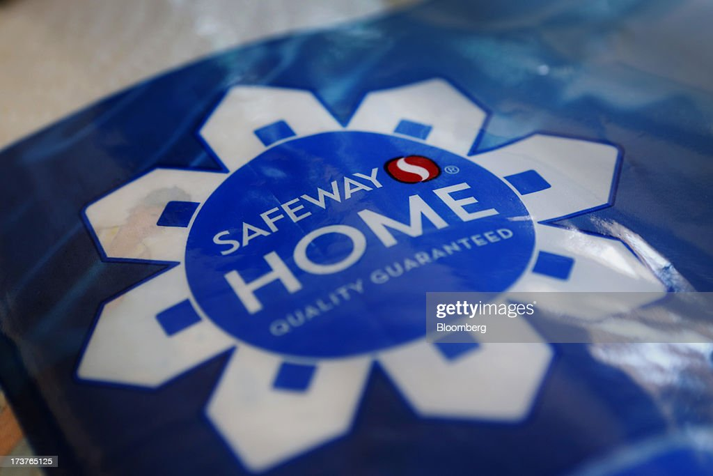 A roll of Safeway Inc. paper towels is arranged for a photograph in Torrance, California, U.S., on Tuesday, July 16, 2013. Safeway Inc. is scheduled to release earnings figures on July 18. Photographer: Patrick T. Fallon/Bloomberg via Getty Images