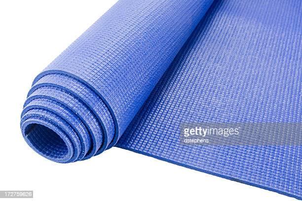 rollo una estera de yoga - estera fotografías e imágenes de stock