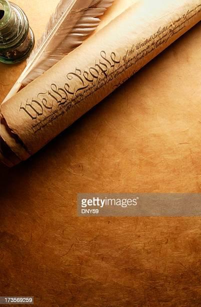 Roulés-Unis. Constitution à côté de plume et encrier