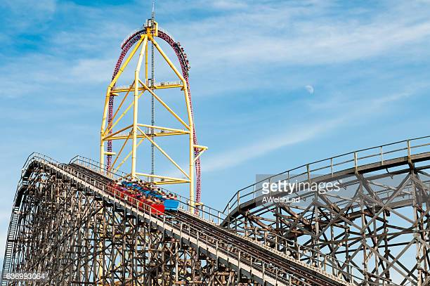 roller coaster rides at an amusement park - ohio stock pictures, royalty-free photos & images