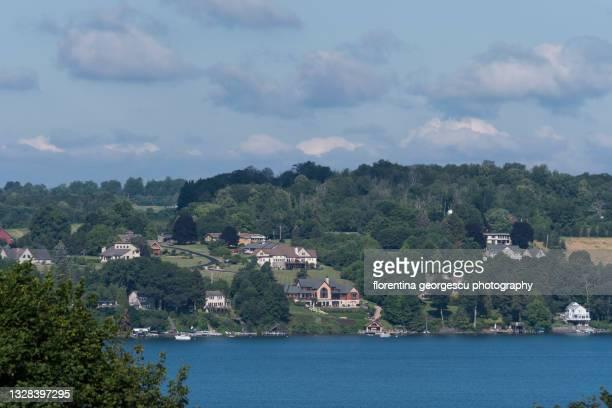 rolling green hills and picturesque skaneateles lake, new york, usa - スカネアトレス湖 ストックフォトと画像