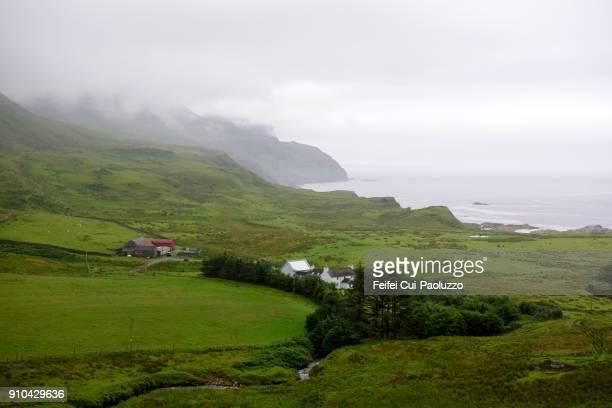 rolling landscape of balnahard, isle of mull, scotland - ruhe vor dem sturm stock-fotos und bilder