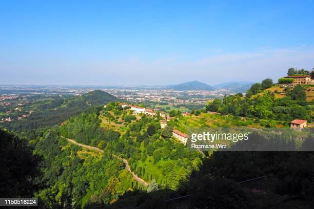 rolling landscape panorama near bergamo - hügelkette stock-fotos und bilder