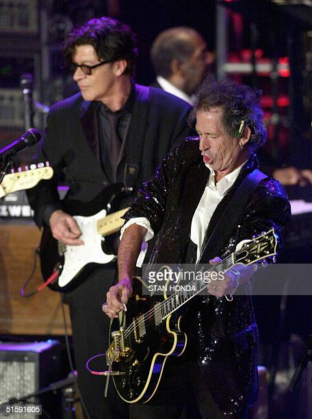 Rolling Stones guitarist Keith Richards plays during final jam session at the 16th Annual Rock and Roll Hall of Fame Induction Dinner 19 March at the...
