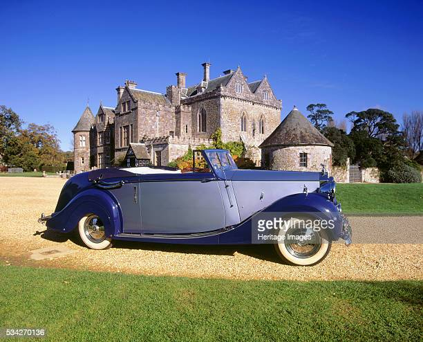 Rolls Royce Silver Wraith with Hooper coachwork in front of Palace HouseBeaulieu 2000
