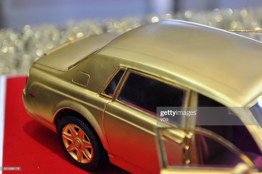 Rolls-Royce Golden Car Model Values 2,580,000 Yuan In Shenyang ...