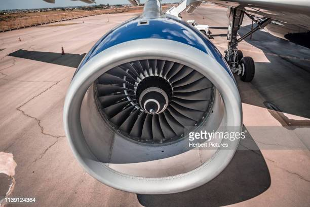 rolls-royce trent 700 engine - engine number 1, left side - airbus a330 - pr-aiy - azul linhas aéreas - during the party ceremony - azul 10 years - airbus stock pictures, royalty-free photos & images