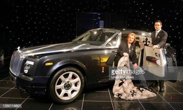 Rolls-Royce und Pelzkreationen - Das Autohaus BMW Hammer präsentiert den Rolls-Roye Phantom VII und Pelzmodezar Alfredo Pauly präsentiert dazu einige...