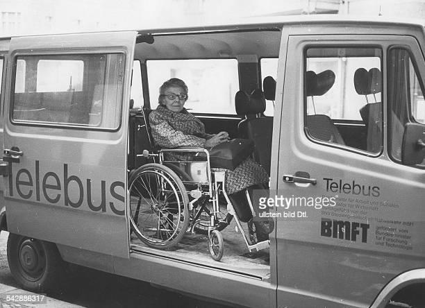 Rollstuhlfahrerin im Telebus in Berlin veröffentlicht BM