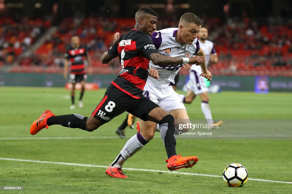 Roly Bonevacia of the Wanderers contests the ball with Shane Lowry of the Glory during the round one A-League match between the Western Sydney Wanderers and the Perth Glory at Spotless Stadium on October 8, 2017 in Sydney, Australia.