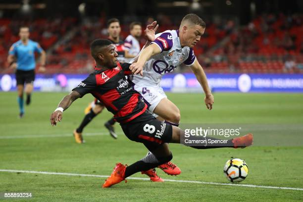 Roly Bonevacia of the Wanderers contests the ball with Shane Lowry of the Glory during the round one ALeague match between the Western Sydney...