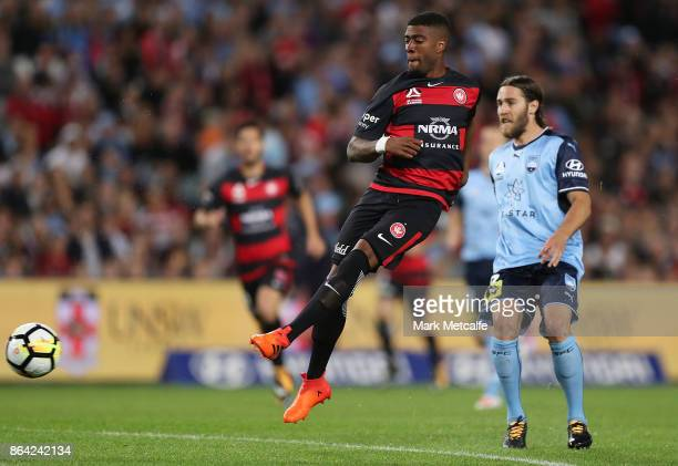 Roly Bonevacia of the Wanderers shoots during the round three ALeague match between Sydney FC and the Western Sydney Wanderers at Allianz Stadium on...