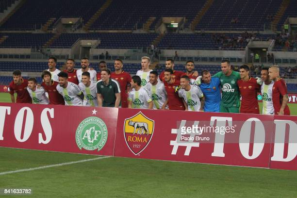 Roma and Chapecoense players pose during the friendly match between AS Roma and Chapecoense at Olimpico Stadium on September 1 2017 in Rome Italy