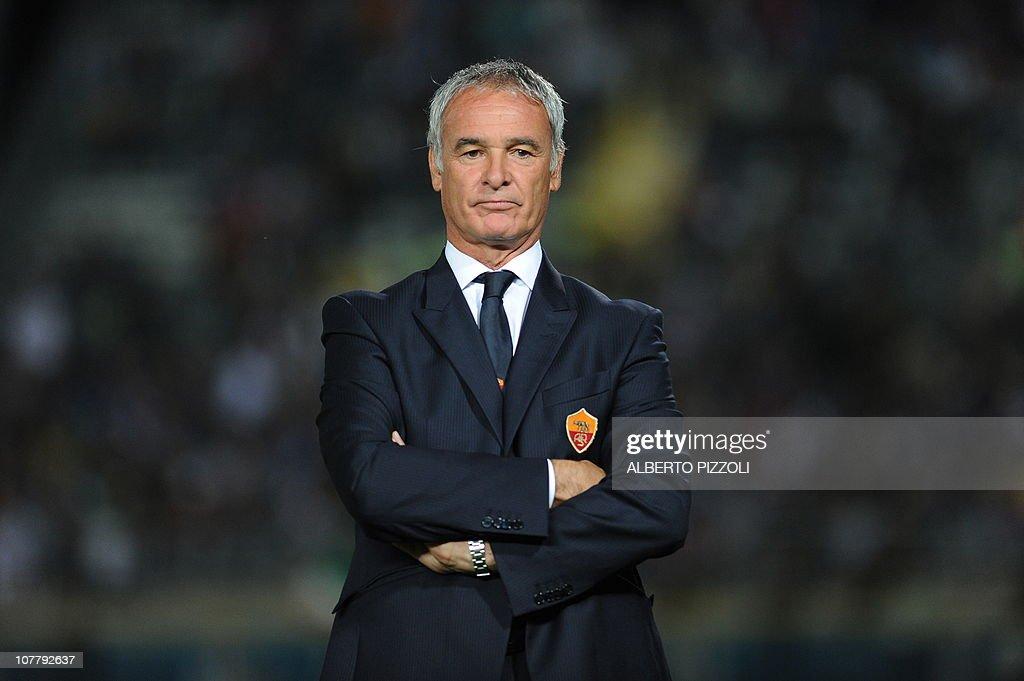 AS Roma coach Claudio Ranieri  watches h : News Photo