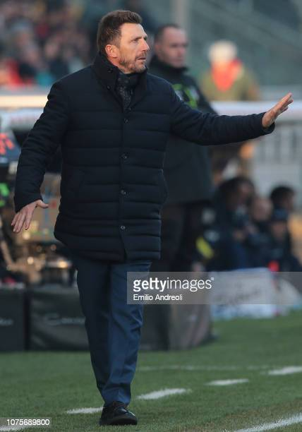 Roma coach Eusebio Di Francesco issues instructions to his players during the Serie A match between Parma Calcio and AS Roma at Stadio Ennio Tardini...