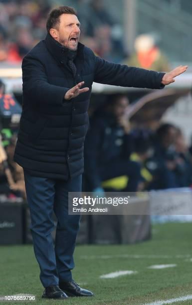 Roma coach Eusebio Di Francesco shouts to his players during the Serie A match between Parma Calcio and AS Roma at Stadio Ennio Tardini on December...