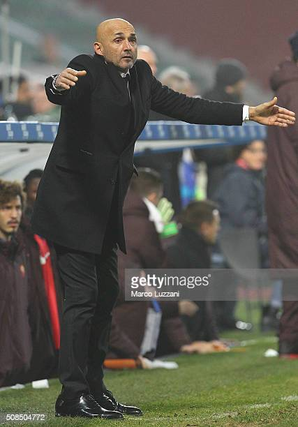 AS Roma coach Luciano Spalletti issues instructions to his players during the Serie A match between US Sassuolo Calcio and AS Roma at Mapei Stadium...