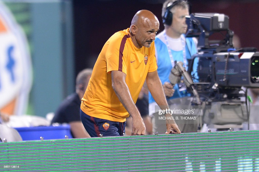 Roma coach Luciano Spalletti looks on during their friendly soccer match against Liverpool at Busch Stadium in St. Louis, Missouri on August 1, 2016. / AFP / Michael B. Thomas