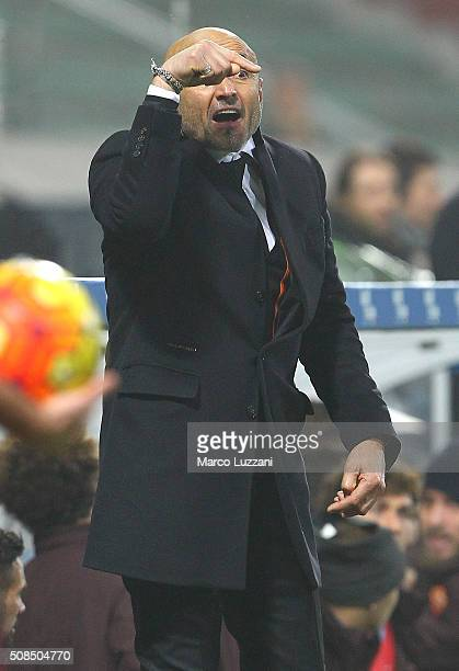 AS Roma coach Luciano Spalletti shouts to his players during the Serie A match between US Sassuolo Calcio and AS Roma at Mapei Stadium Città del...