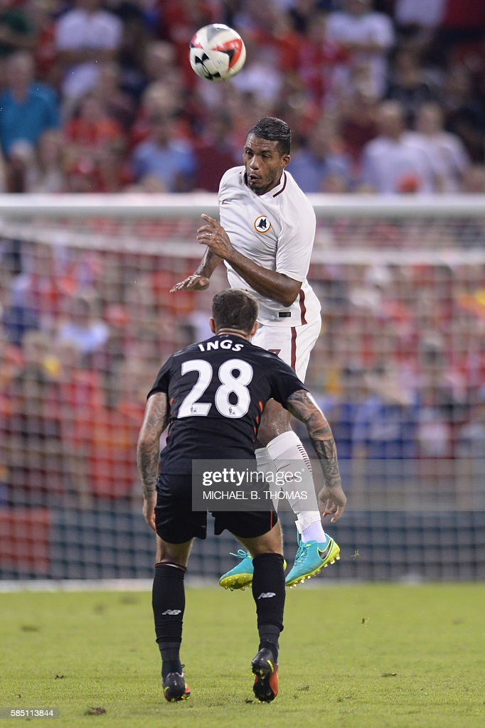 Roma defender Juan Jesus (3) heads the ball during their friendly soccer match against Liverpool at Busch Stadium in St. Louis, Missouri on August 1, 2016. / AFP / Michael B. Thomas