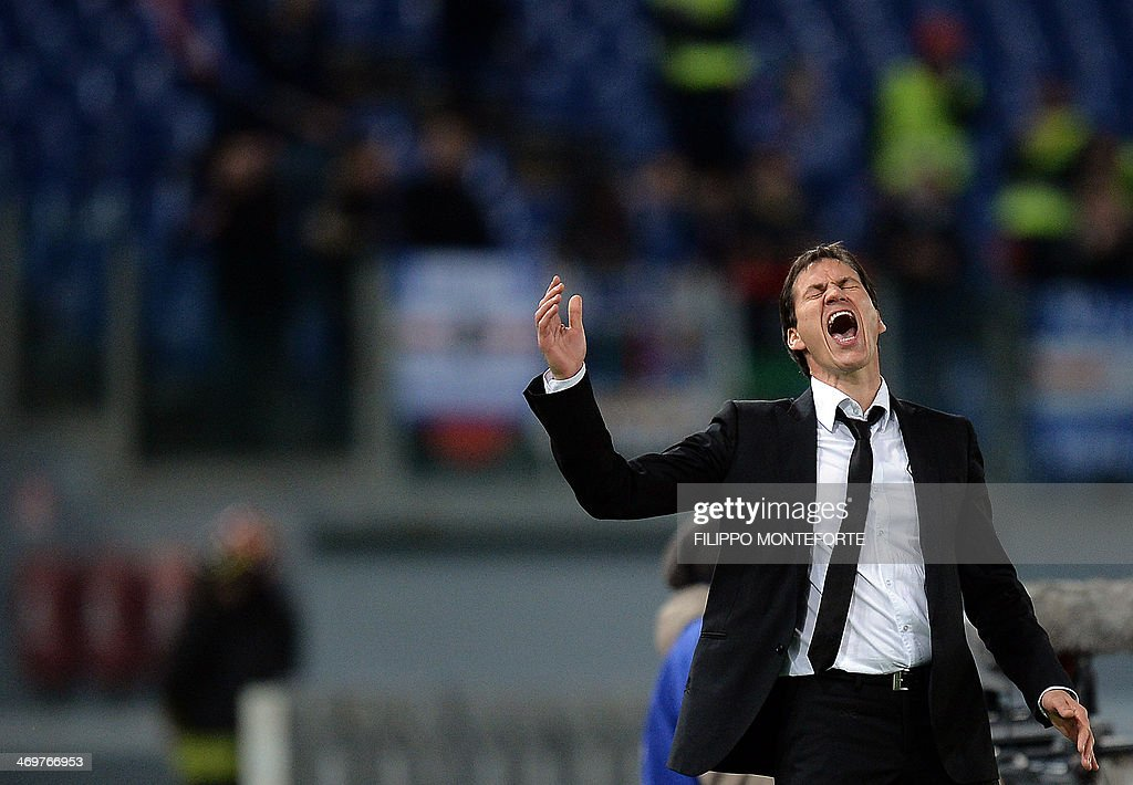 AS Roma French coach Rudi Garcia gestures during their Italian Serie A football match against Sampdoria in Rome's Olympic stadium on February 16, 2014. AFP PHOTO / Filippo MONTEFORTE