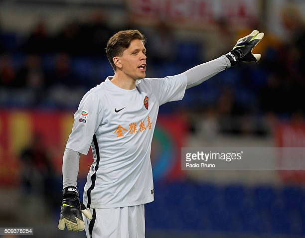 Roma goalkeeper Wojchiech Szczesny in action during the Serie A match between AS Roma and UC Sampdoria at Stadio Olimpico on February 7 2016 in Rome...