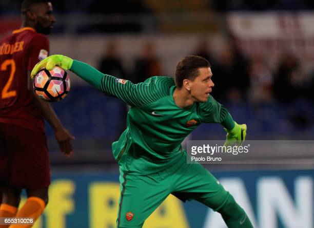 Roma goalkeeper Wojchiech Szczesny in action during the Serie A match between AS Roma and US Sassuolo at Stadio Olimpico on March 19 2017 in Rome...