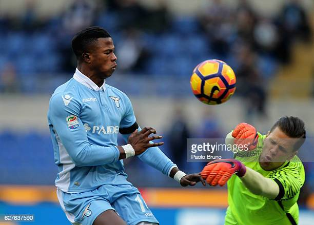 Roma goalkeeper Wojciech Szczesny competes for the ball with Keita Balde of SS Lazio during the Serie A match between SS Lazio and AS Roma at Stadio...