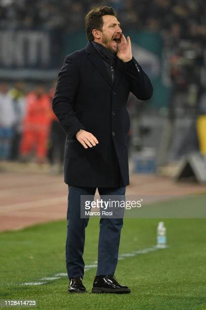 Roma head coach Eusebio Di Francesco shouts instructions to his players during the Serie A match between SS Lazio and AS Roma at Stadio Olimpico on...