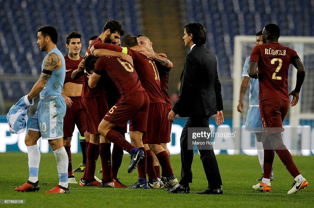 Roma players celebrate after the Serie A match between SS Lazio and AS Roma at Stadio Olimpico on December 4, 2016 in Rome, Italy.