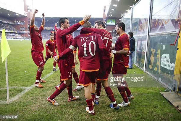 Roma players celebrate Francesco Totti's goal during the Serie A match between Sampdoria and Roma at Marassi stadium on November 26 2006 in Genoa...