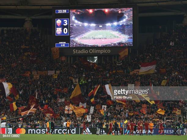 Roma players celebrate the victory after the UEFA Champions League quarter final second leg between AS Roma and FC Barcelona at Stadio Olimpico on...