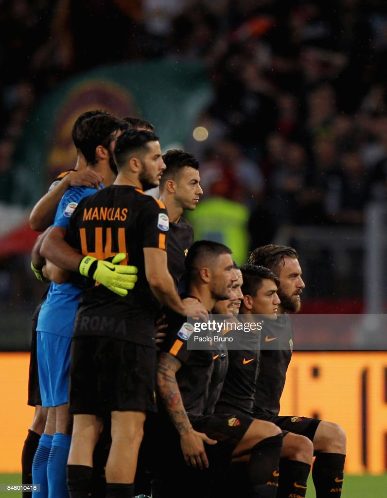 AS Roma team pose during the Serie A match between AS Roma and Hellas Verona FC at Stadio Olimpico on September 16, 2017 in Rome, Italy.