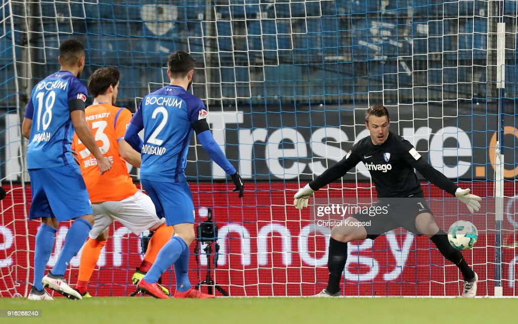 Romain Bregerie of Darmstadt (2nd L) scores the first goal during the Second Bundesliga match between VfL Bochum 1848 and SV Darmstadt 98 at Vonovia Ruhrstadion on February 9, 2018 in Bochum, Germany.