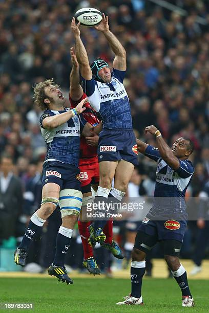 Romain Cabannes of Castres Olympique catches a high ball from Juan Martin Fernandez Lobbe of Toulon as Antonie Claassen lends support during the Top...