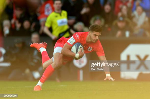 Romain Ntamack of Toulouse dives over to score his side's second try during the Heineken Champions Cup Round 6 match between Toulouse and Gloucester...