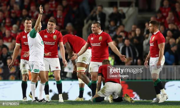 Romain Poite the referee awards a penalty against Ken Owens he later reverses the decision when he orginally had awarded a penalty to the All Blacks...