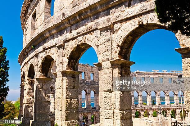 ローマ amphiteater 、アレナ、コロシアムのプラ、istria ,クロアチア - イストリア半島 プーラ ストックフォトと画像