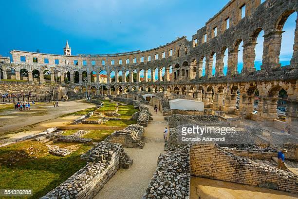 roman amphitheater in pula - イストリア半島 プーラ ストックフォトと画像