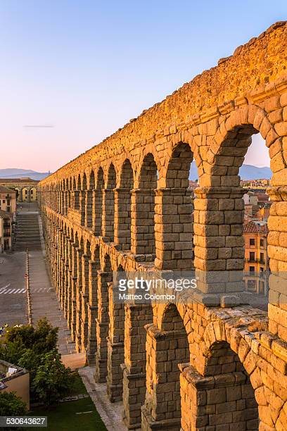 roman aqueduct at sunrise, segovia, spain - segovia stock pictures, royalty-free photos & images