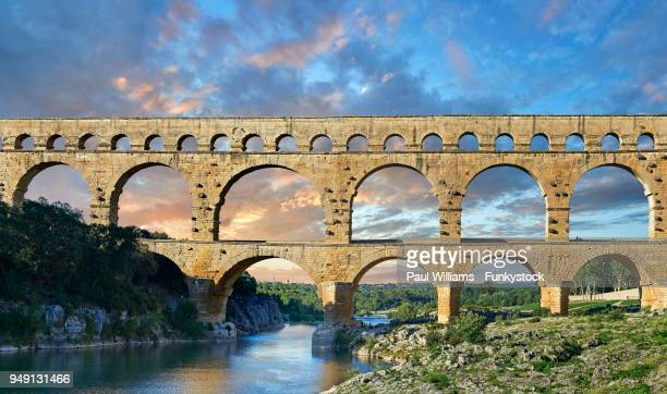roman aqueduct, pont du gard, nimes, france - ポン・デュ・ガール ストックフォトと画像