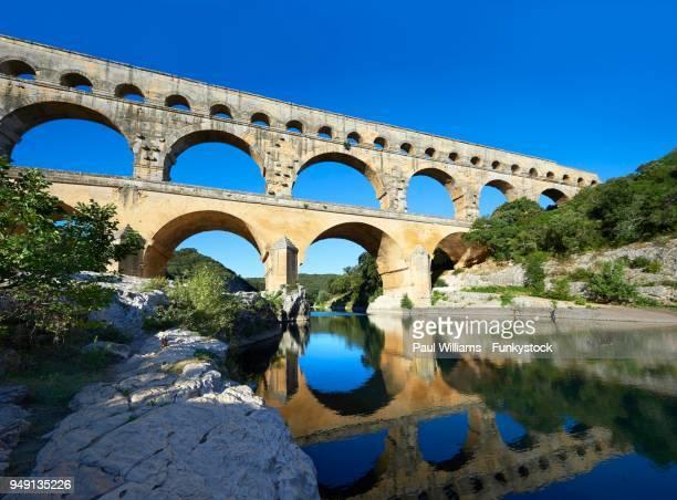 roman aqueduct, pont du gard, nimes, france - pont du gard stockfoto's en -beelden